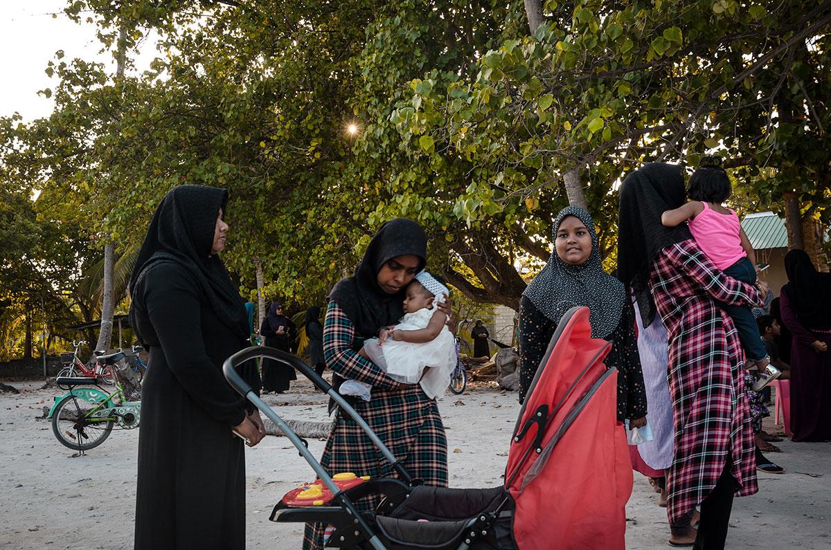 Women and Children - Dhigurah
