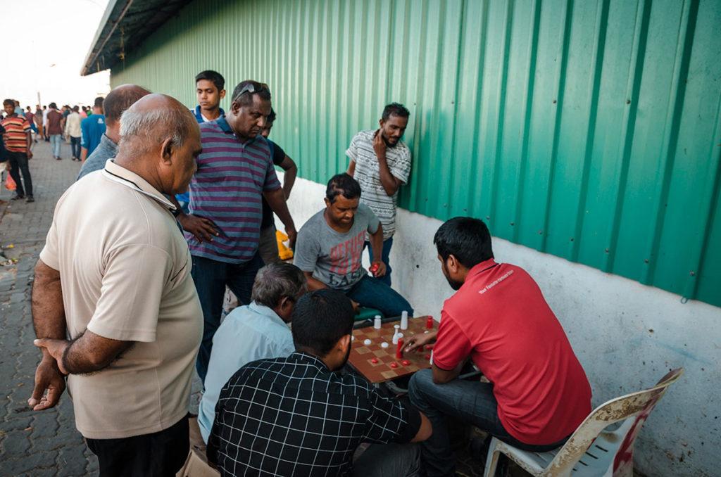 Men playing chess - Malé