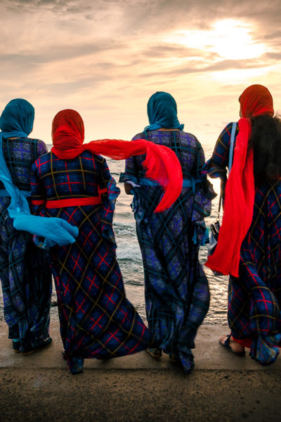 1 DSC_5079 Women aon Galle Face Beach – Colombo