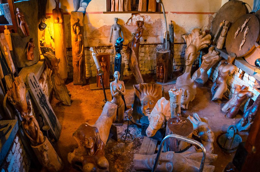 Antananarivo - Wood Statues Shop